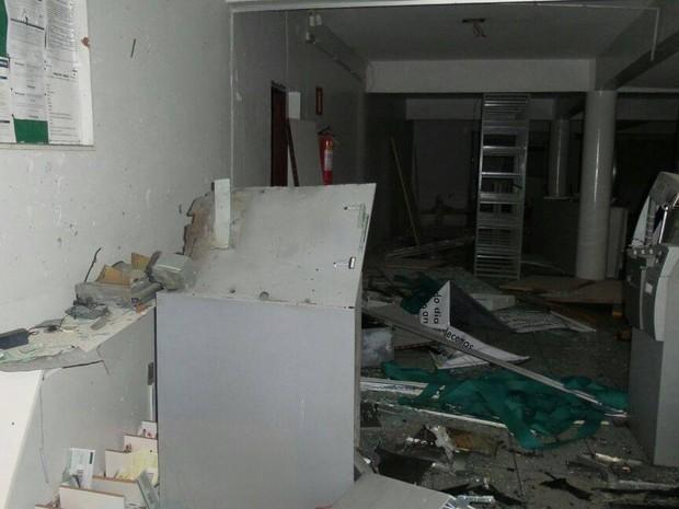 PM procura por suspeitos de explodir agência bancária em Itaúna, MG (Foto: Polícia Militar/Divulgação)