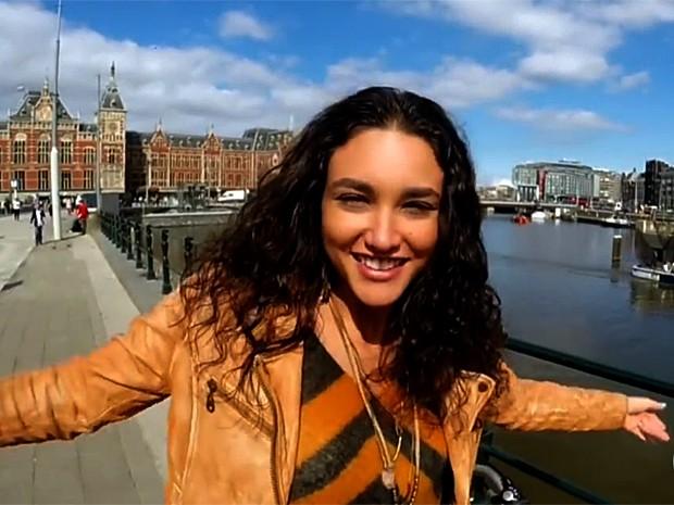 Débora Nascimento comemora 30 anos em Amsterdam (Foto: Vídeo Show / Gshow)