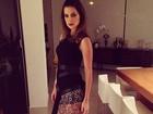 Vera Viel sensualiza com vestido cheio de argolinhas antes de festa