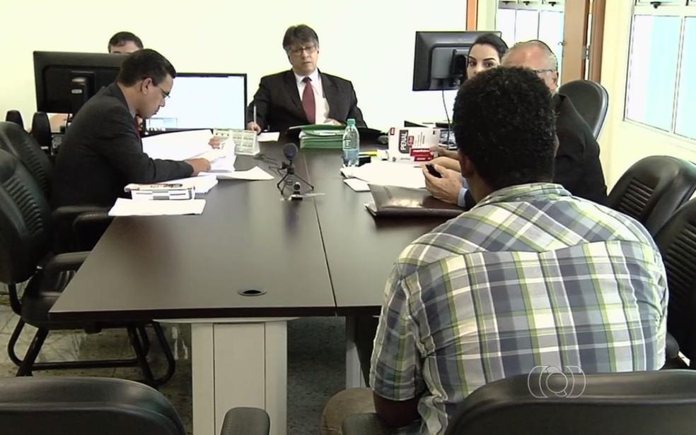 Audiências de custódia têm sido feitas em alguns estados do país (Foto: Reprodução/TV Anhanguera)