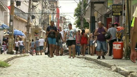 Lojistas baixam preços de itens de Carnaval