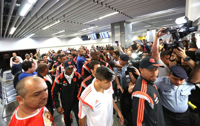 Mugni Desembarque Flamengo Galeão (Foto: André Durão)