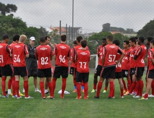 Grupo sub-23 do Atlético-PR treina no CT do Caju (Foto: Bruno Baggio/Site Oficial do Atlético-PR)