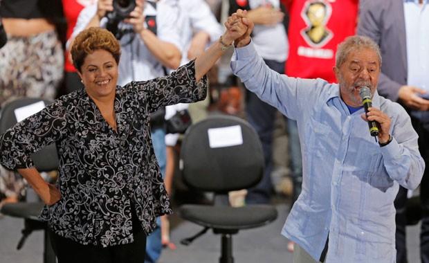 Dilma com Lula em comício da campanha do segundo turno em São Paulo (Foto: Paulo Whitaker/Reuters)