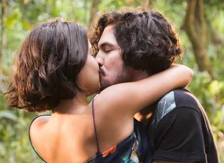 Últimos capítulos: Miguel se emociona com gravidez e pede Olívia em casamento