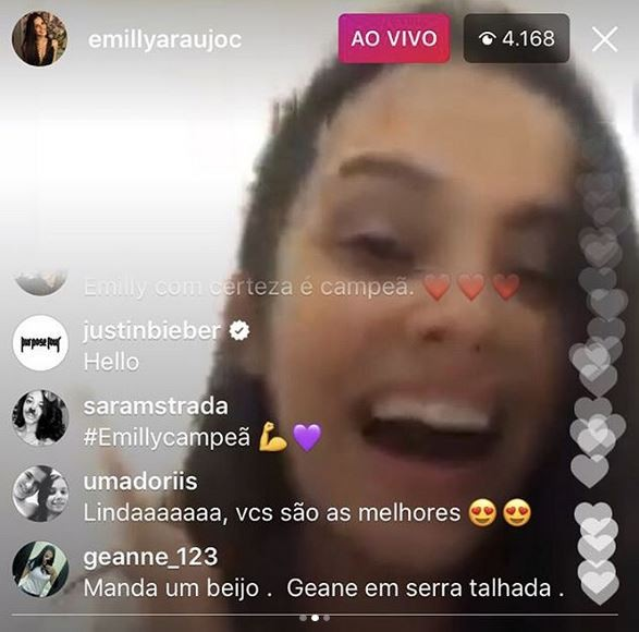 Reação da Mayla ao ver que Justin está assistindo tudo! (Foto: Reprodução Instagram)
