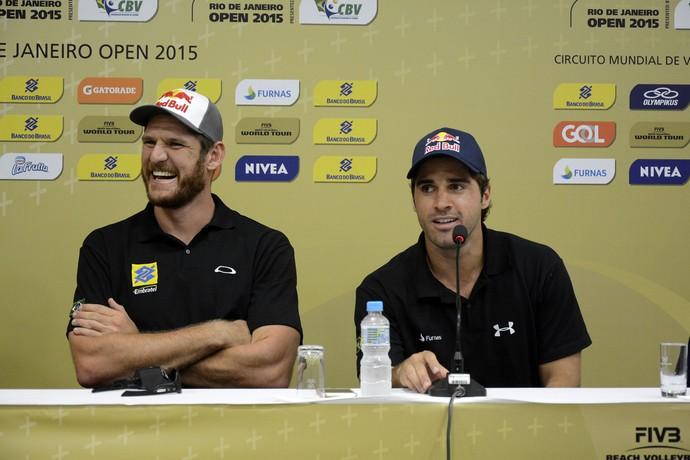 Alison e Bruno Schmidt também acreditam que a atmosfera diferente do Rio fará a diferença para atletas brasileiros (Foto: Alexandre Arruda/CBV)