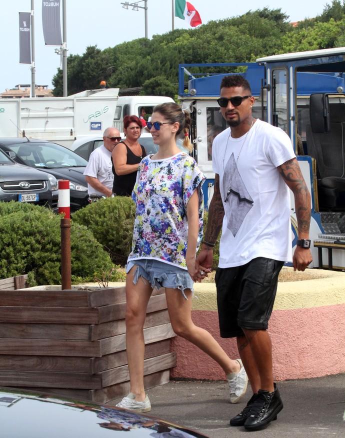 Boateng e Melissa Satta curtem férias e passeiam pela Sardenha (Foto: Splash News/AKM-GSI)