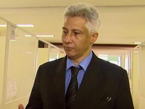 Defensor público explica que familiares podem entrar na Justiça para garantir fraldas (Foto: Carlos Trinca/EPTV)