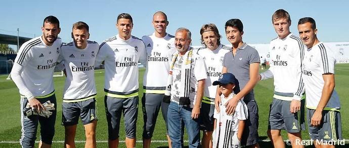 Osama Alabed Almohsen e filhos Zied e Mohammad refugiados da Síria Cristiano Ronaldo Real Madrid (Foto: Reprodução site oficial Real Madrid)