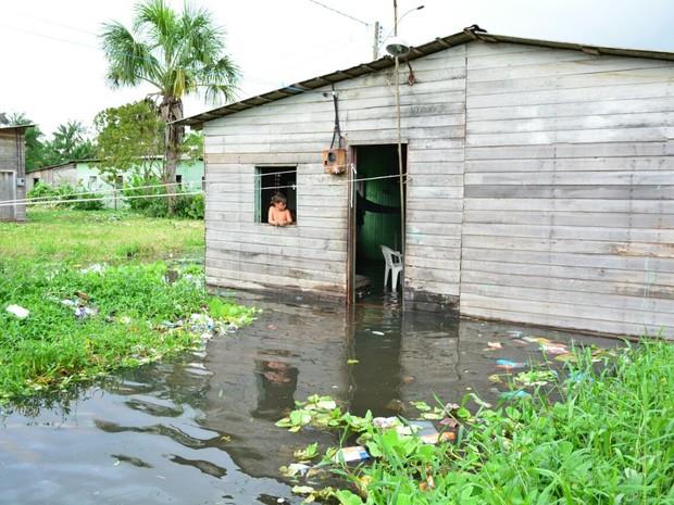 Dez famílias foram removidas para abrigos em Santana (Foto: Del Barbosa/Ascom Santana)