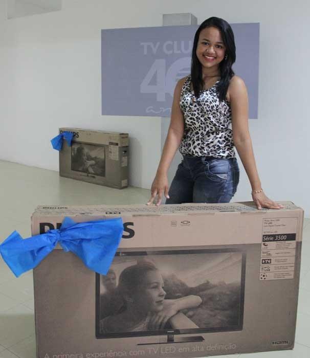 Candidatos levam uma TV de 40 polegadas para casa (Foto: Katylenin França)