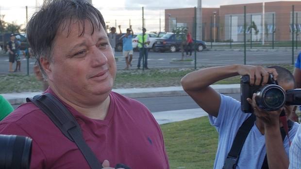 Diretor de futebol, Anderson Barros, também esteve presente na visita ao CT (Foto: Thiago Pereira)