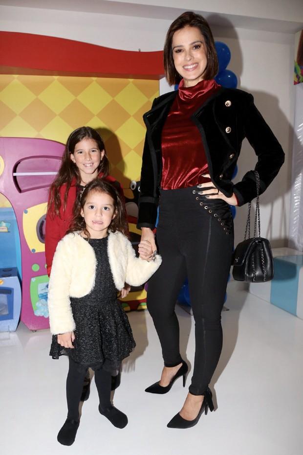 Vera Viel com as filhas Maria e Helena (Foto: Brazil News)