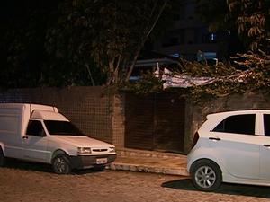 Moradores se queixam da distância até o ponto que abriga temporariamente as delegacias. (Foto: Reprodução/ TV Asa Branca)