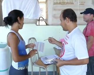 Possibilidade de infestação do Aedes Aegypti preocupa moradores de Angra (Foto: Reprodução RJTV 1ª Edição)