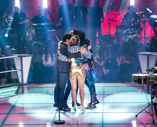 abraço técnicos (Foto: Isabella Pinheiro/ TV Globo)