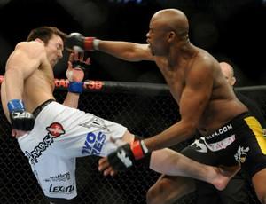 Chael Sonnen e Anderson Silva no UFC 117 (Foto: Divulgação UFC)