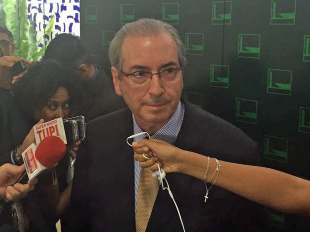 O presidente da Câmara, Eduardo Cunha (PMDB-RJ), concede entrevista no Salão Verde (Foto: Nathalia Passarinho/G1)