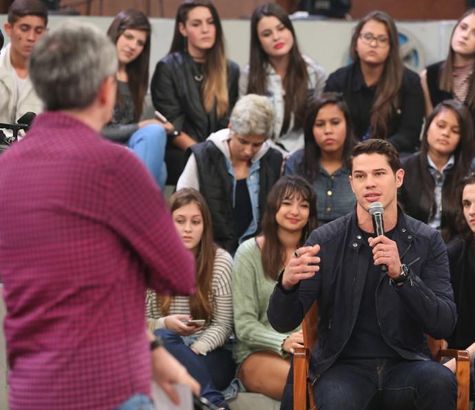 José Loreto participa do programa Altas Horas (Foto: Carol Caminha/Gshow)