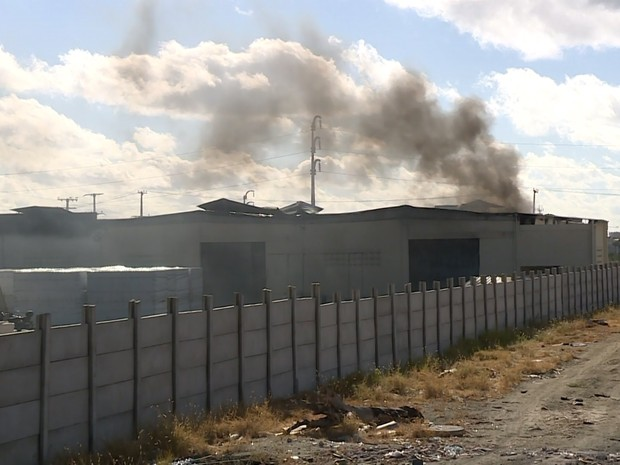 Incêndio atingiu indústria Termotécnica em Petrolina (Foto: Reprodução/TV Grande Rio)