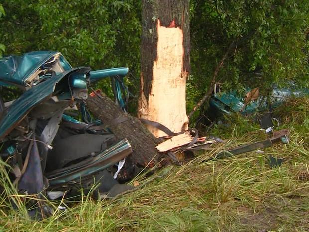 carro, acidente, rs (Foto: Reprodução/RBS TV)