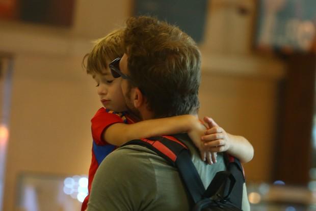 Cassio Reis com o filho Noah (Foto: Marcello Sá Barretto/Agnews)