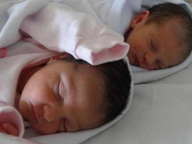 Nascem em Goiânia as gêmeas geradas no útero da avó de 52 anos, em Santa Helena de Goiás (Foto: Reprodução/Facebook)