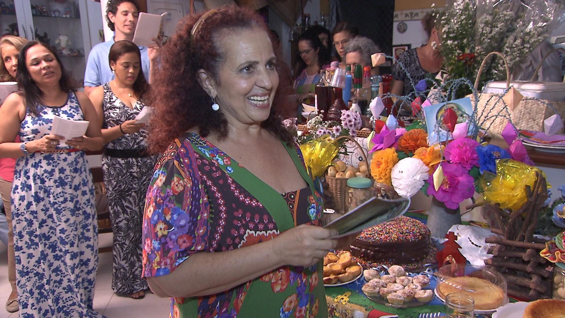 Sálua Chequer, folclorista e devota de Santo Antônio, organiza trezena há 30 anos (Foto: Divulgação)
