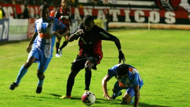 Marcelo na vitória sobre o Londrina, pelo estadual (Foto: Site oficial do Atlético-PR)