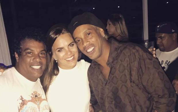 BLOG: Ronaldinho loiro? Peruca? Craque aparece com cabelo pintado em festa de Assis