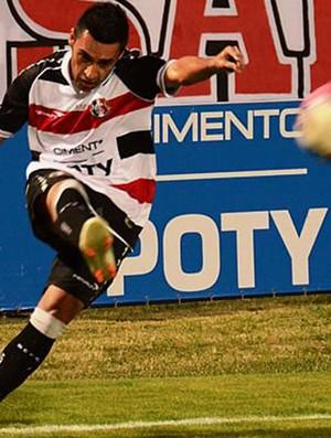 Luciano Henrique, meio-campo do Santa Cruz  (Foto: Coralnet)