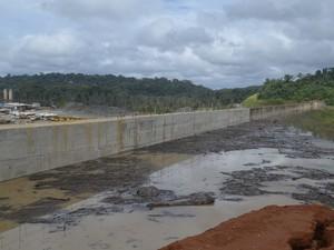 Trecho de 15 metros de profundidade foi inundado no Amapá (Foto: John Pacheco/G1)