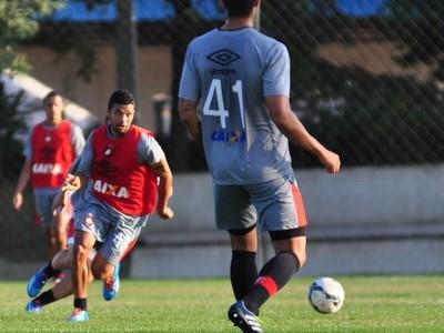 atlético-pr treino (Foto: Gustavo Oliveira/site Atlético-PR)
