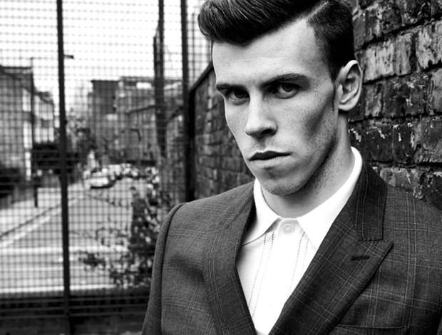 Bale para revista Esquire (Foto: Reprodução / Facebook )