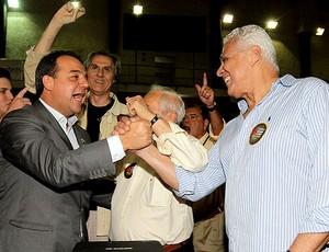 Roberto Dinamite e Sergio Cabral durante as eleições do Vasco (Foto: Marcelo Sadio / Site Oficial do Vasco)