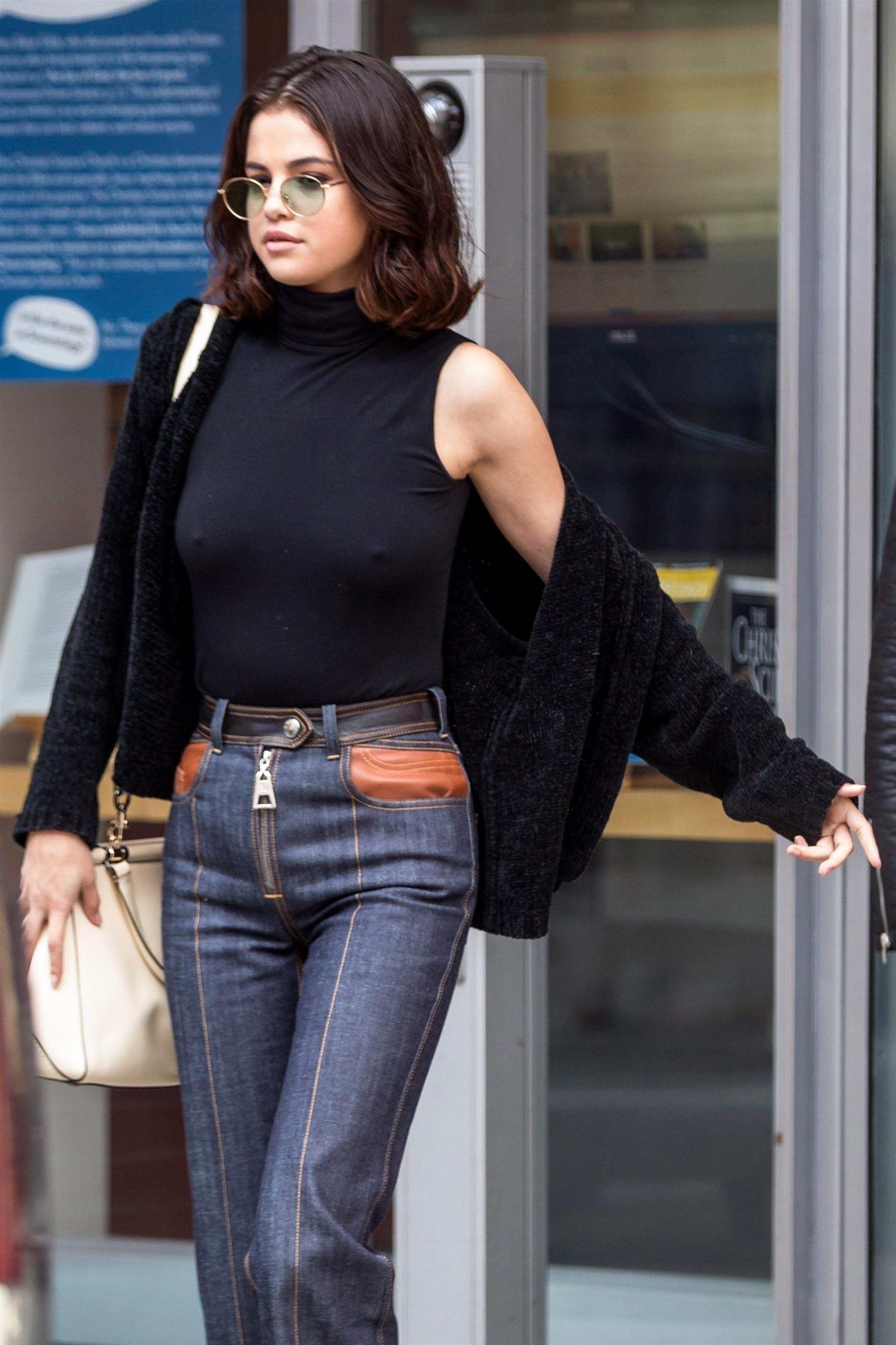 Selena Gomez passeia em Nova York (Foto: Backgrid)