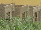 Famílias reclamam de atraso em obras do 'Minha Casa' em Dumont