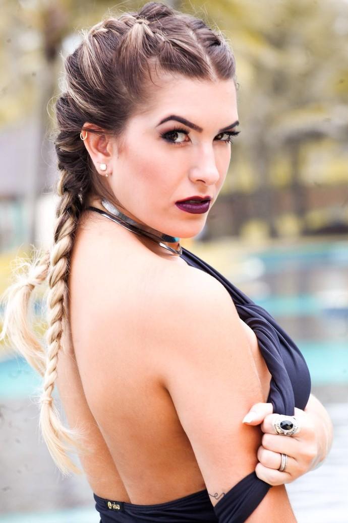 Ficou linda a trança, Lorena Improta! (Foto: Neto Fernandez/Divulgação)