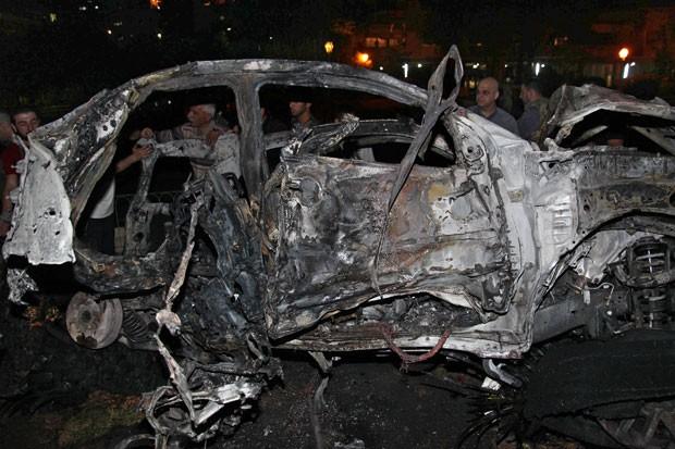 Explosão de um carro-bomba matou pelo menos três pessoas no sábado (Foto: SANA/AP)