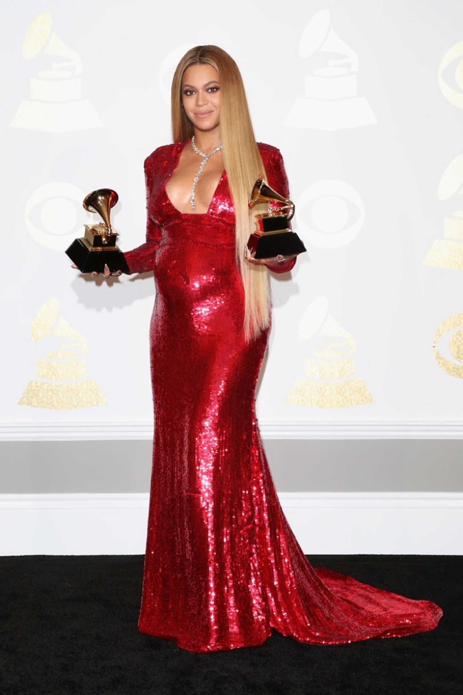 Beyoncé com vestido by Peter Dundas (Foto: Getty Images)
