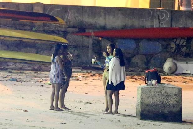Rihanna vai a Praia a noite  (Foto: ANDRÉ FREITAS/AGNEWS)