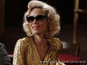 Dourado! Vedete investe em brilhos para arrasar (Foto: Fábio Rocha/TV Globo)