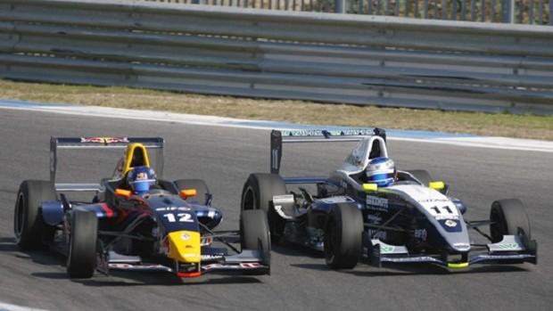 Daniel Ricciardo em ação pela F-Renault em 2008, já como piloto da Academia da RBR (Foto: Divulgação)