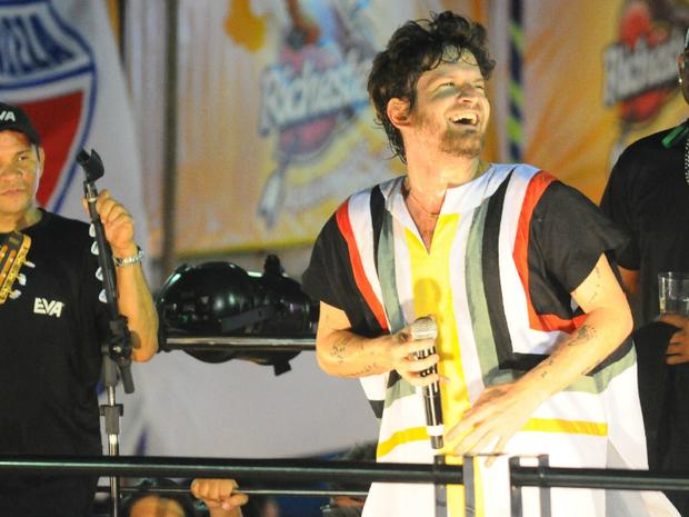 Saulo Fernandes, vocalista da Banda Eva, comandou o Bloco Eh Loco no sábado do Fortal 2012. (Foto: Fred Pontes/Divulgação)