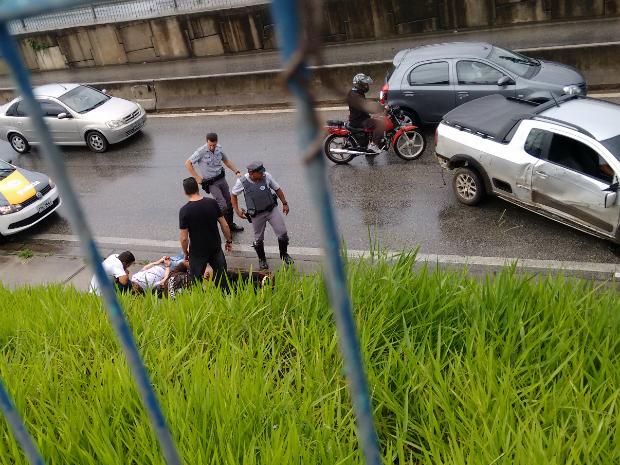 Suspeitos foram detidos na Raposo Tavares (Foto: José Denes/ TEM Você)