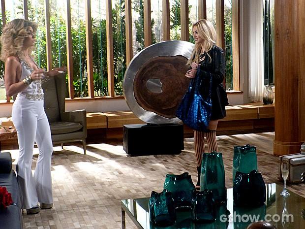 Megan ouve o telefone de Pamela e Jonas (Foto: Geração Brasil / TV Globo)