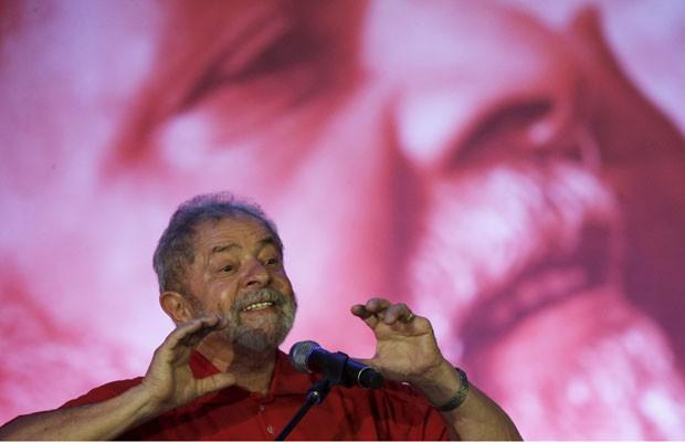 O ex-presidente Lula discursa durante ato pela educação promovido pelo PT em Brasília (Foto: Ueslei Marcelino/Reuters)