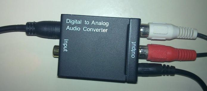 Conversor com todos os cabos conectados (Foto: Reprodução/EPx)