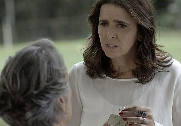 Rebeca é surpeendida por pedido de Aparício (Foto: TV Globo)